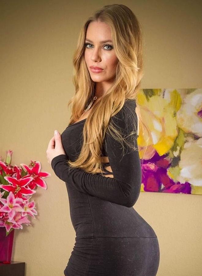 Nicole Anistone